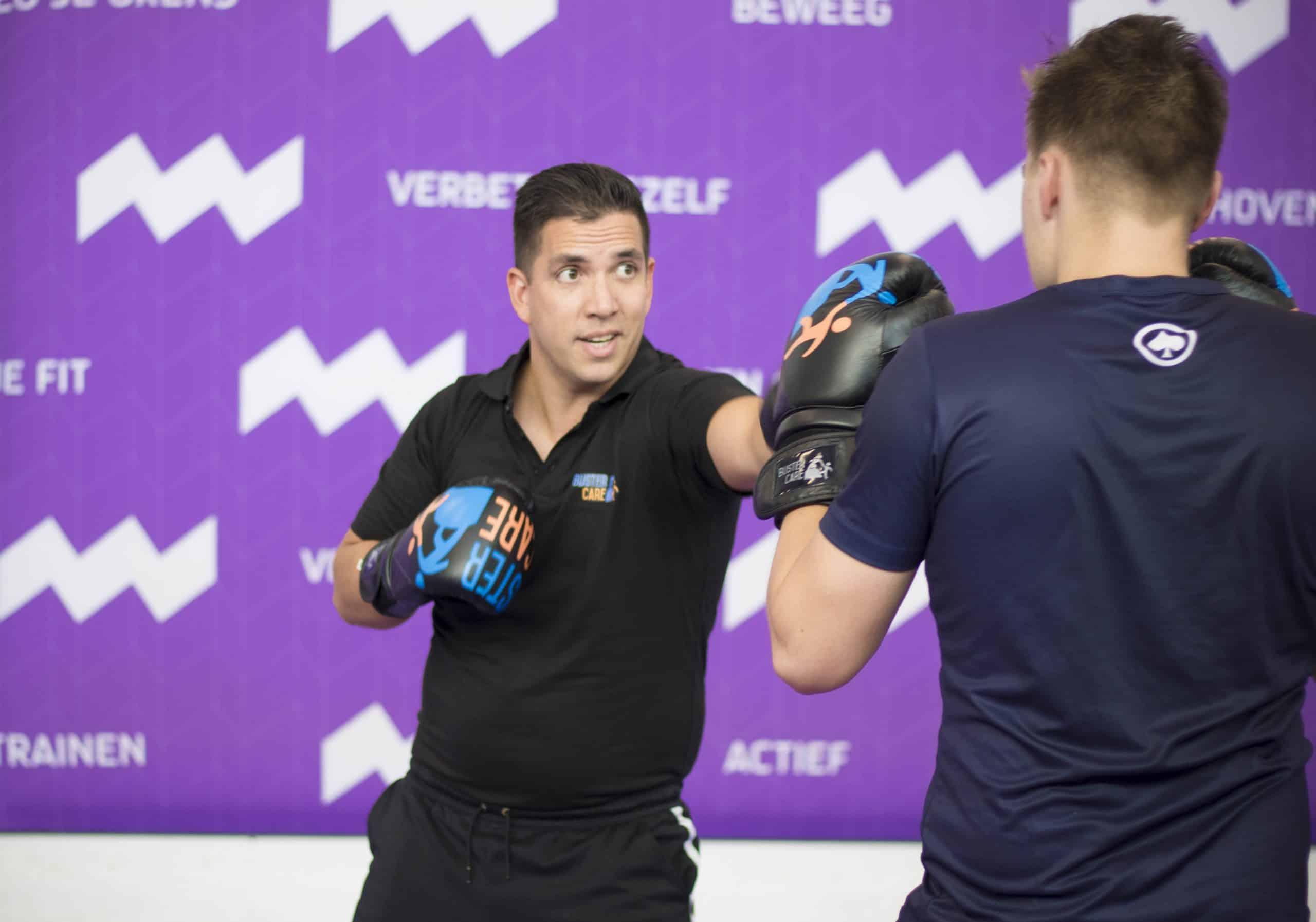 Bart Bijster tijdens oefening van therapeutisch boksen